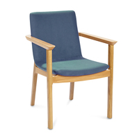 Wini_Connection_Swoosh-Chairs_08